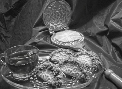 Traditional pizzelle iron